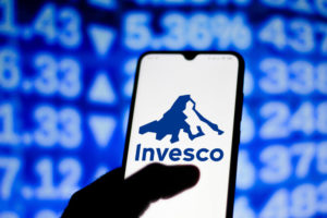 Invesco CEO Buys Shares as Price Looks to Break Out